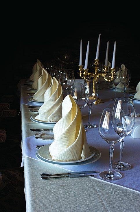 les 301 meilleures images du tableau pliage de serviettes sur pinterest mariages pliage de. Black Bedroom Furniture Sets. Home Design Ideas