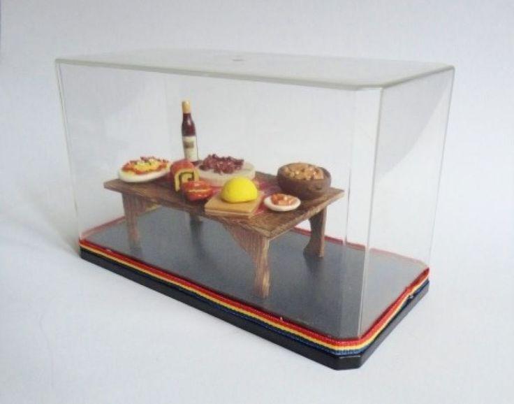 "Un cadou foarte frumos, cu semnificatii profunde si de pastrat toata viata: Miniatura ""De sarbatori, la masa la romani"""
