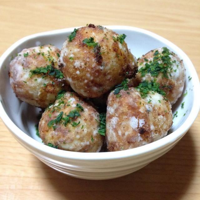 Masumiさ〜ん 作ってみましたー♪ ジャガイモとチーズ、最強の組み合わせです(*^^*) できたそばからみんなが美味しいってもっとたくさん作ってもよかったなぁ ってくらい人気でしたよ〜♪ まん丸く作ったので見た目は たこ焼きみたいですけど(笑) 素敵なレシピありがとう〜ღゝ◡╹)ノ♡ - 90件のもぐもぐ - Masumiさんの料理 ジャガイモチーズ揚げ♡青のりバージョン by superkarifu36