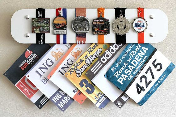 Dieses stilvolle Marathon-Medaillen Display-Rack ist die perfekte Lösung um Ihre hart verdienten Prämien in eine dekorative und dennoch funktional Weise