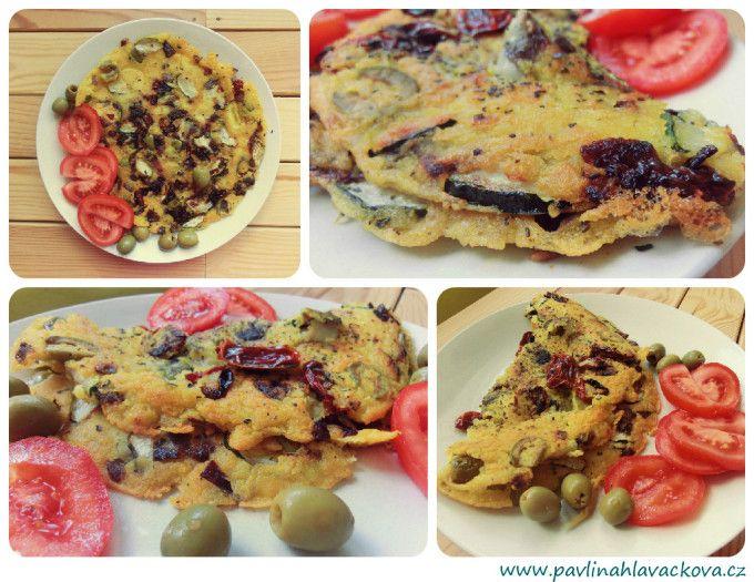 Luxusní omeleta s cuketou, olivami a sušenými rajčaty Luxury omelette with zucchini, olives and dried tomatoes