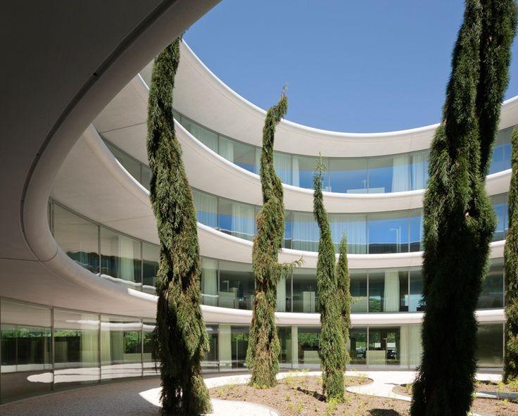 FACHADA  bassicarella architectes: UEFA campus