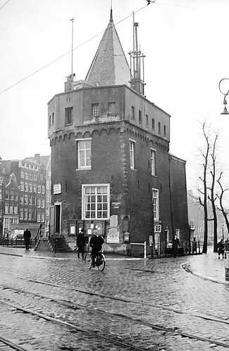 March, 1941. Scheierstoren at the beginning of the Geldersekade in Amsterdam. ANP Historisch Archief Community. #amsterdam #1941
