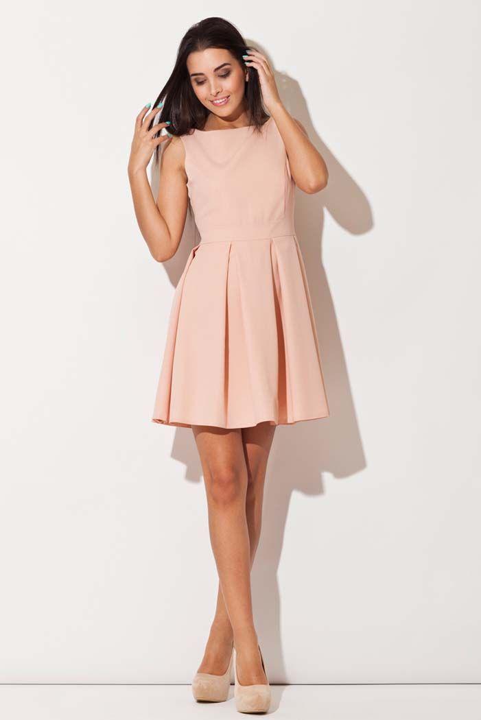 Rozkloszowana sukienka w odcieniach pudrowego różu