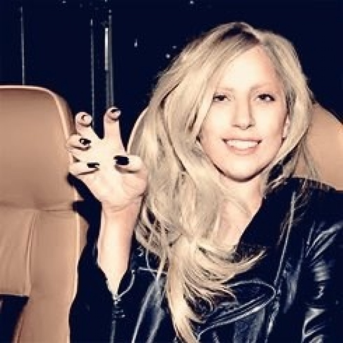 There's no way this is last gaga without make up.