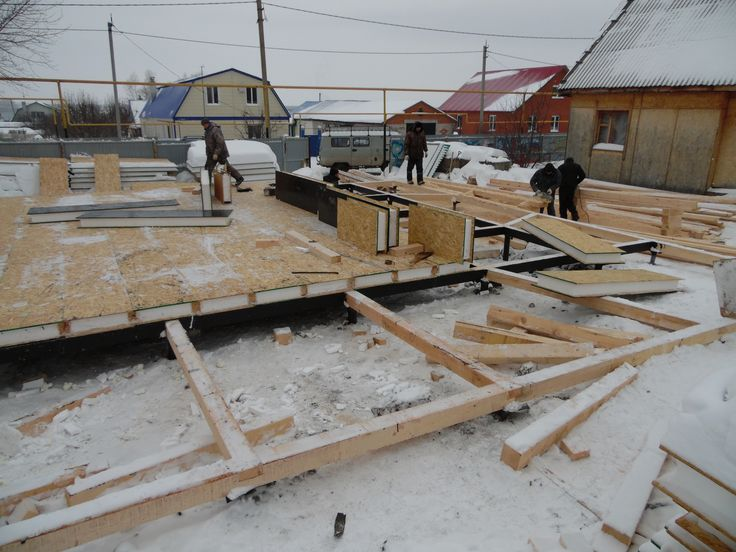 Zero floor in progress. Winter SIP house building