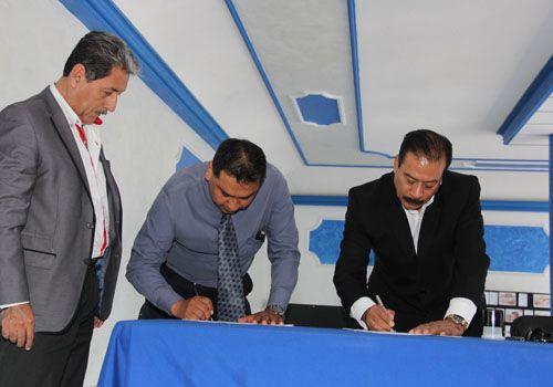 Firma alcalde Zacatelco con Universidad CEI México