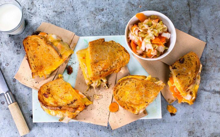 Grillet toast med masse ost er jo alltid godt, men med en god dose sterk kimchi (koreanske fermenterte grønnsaker) blir det fart i sakene!