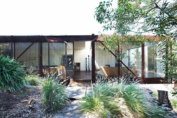 The Open architecture - love the way this works in the aussie landscape especially Queensland weather. Via: www.iconichouses.com