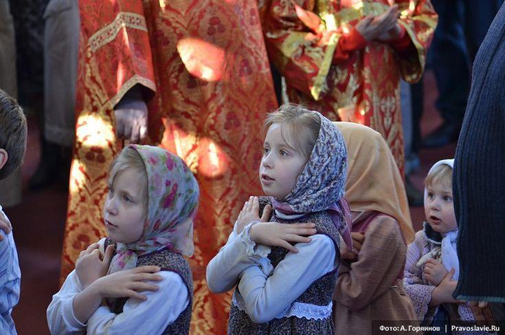 Orthodox girls praying. So sweet! Russian girls. Russian beauty. Orthodox Christianity. Kids photography.