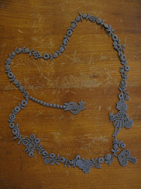 Amazing crochet or tatted necklace - far above my skills