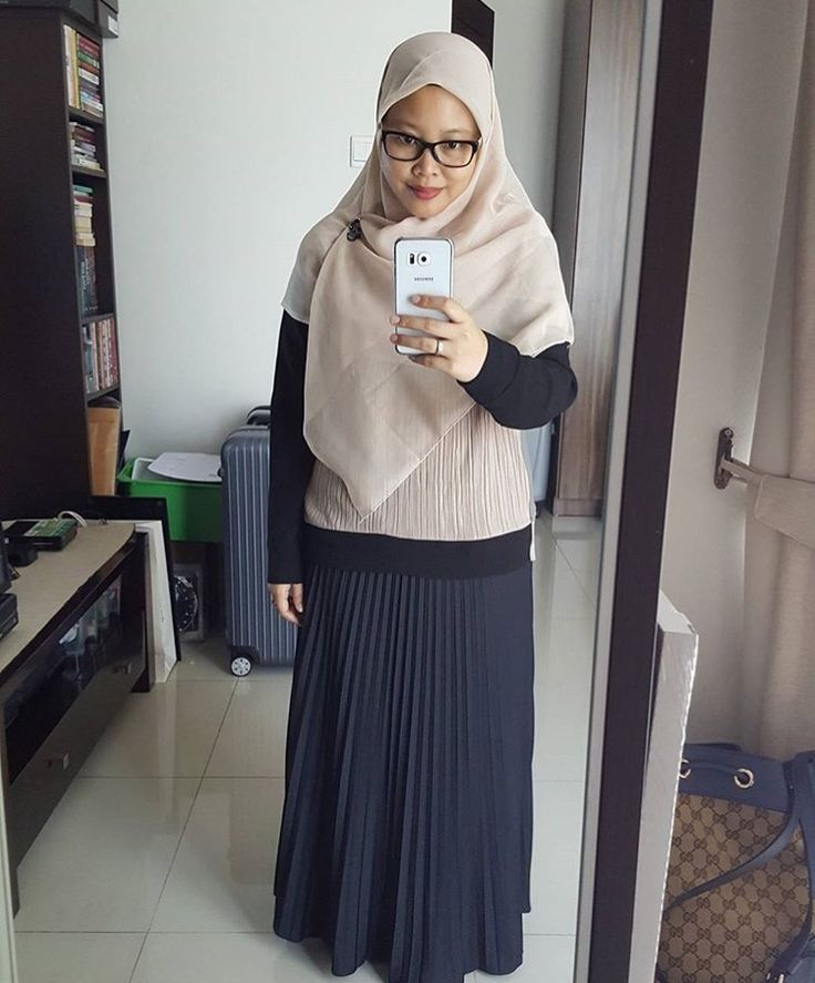My Fav colour, Beige.. brandless pleats skirt n Zara long sleeves blose