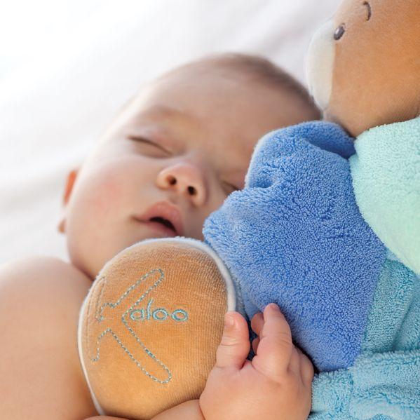Prajete si, aby vám malý zaspával rýchlejšie? Vo dvoch to ide vždy lepšie. Tak to skúste s hebkým kamarátom – macíkom Kaloo. http://goo.gl/juj6qB