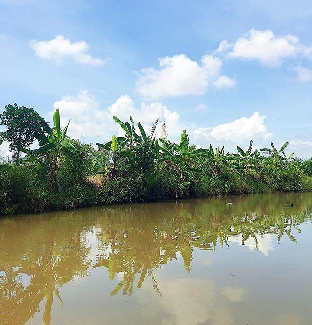 What do you see? 🙏🏻 . . . #baclieu #vietnam #hanhhuong #buddhism #travel #traveler #travelpics #travelgram #traveling #travelphotography #instadaily #charmingvietnam #love #vietnamese #buddhisttemple #asian #discover #clouds #river #bluesky by (mandy.lai77). traveler #bluesky #clouds #instadaily #discover #charmingvietnam #asian #traveling #love #river #buddhisttemple #hanhhuong #travelpics #vietnam #baclieu #buddhism #travelgram #vietnamese #travel #travelphotography