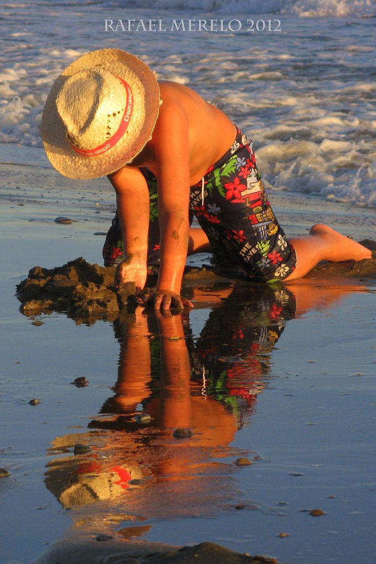 https://flic.kr/p/GaSMsm   Reflejos/reflections   Reflejos en una playa de Marbella/ Reflections at the seaside at Marbella