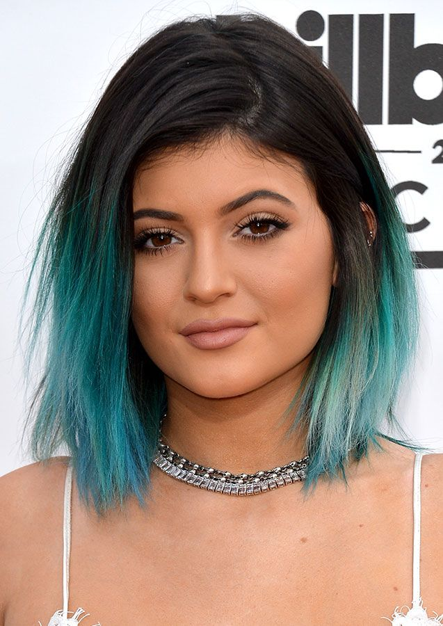 I love to do this to my hair. I love that color. Kylie Jenner looking elegantly gothic with this blue dip dye!