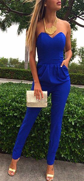 Combinaison pantalon couleur bleu roi, pochette et collier fantaisie doré, Cobalt jumpsuit