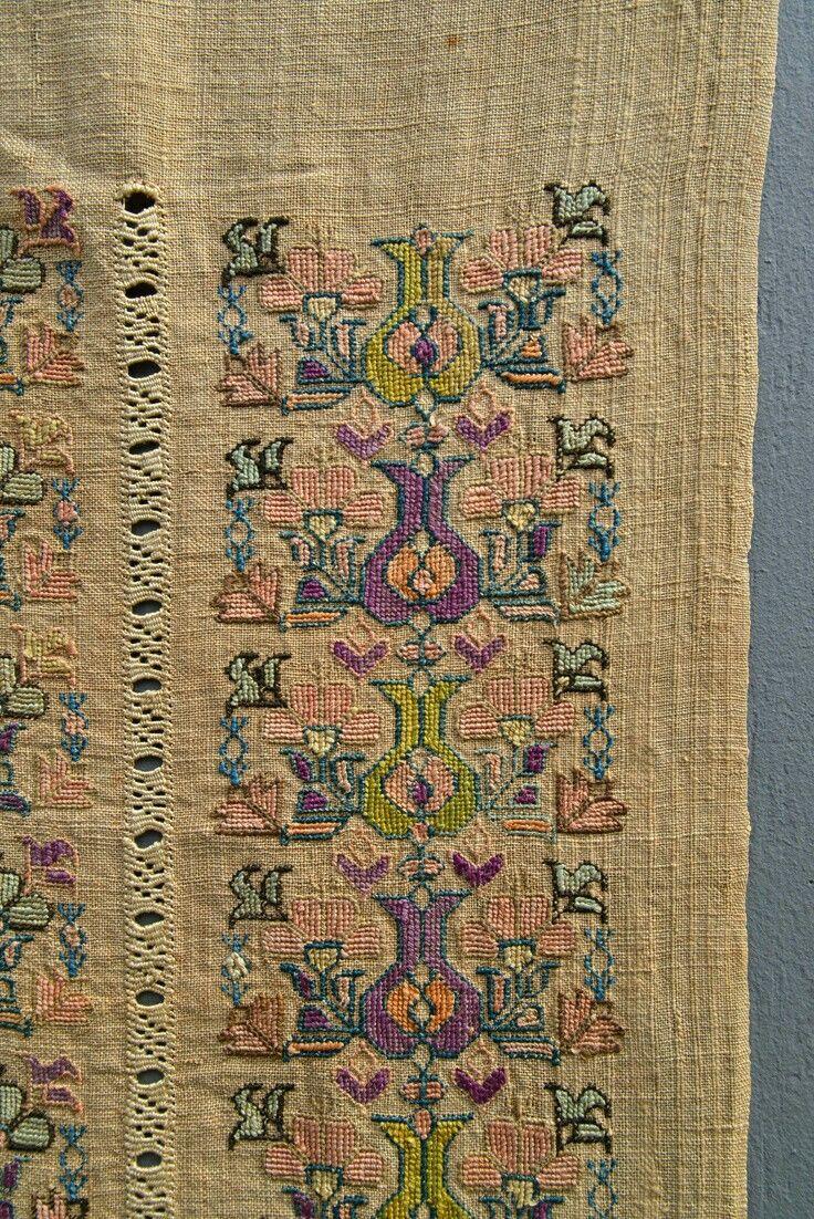 1850 yilina ait el dokuma ipek uzerine lale isleme