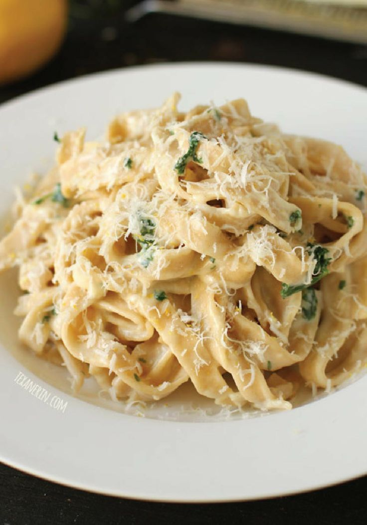 This creamy and cheesy Fettuccine Alfredo recipe can be on the dinner table in less than 30 minutes. Quick and easy to make!