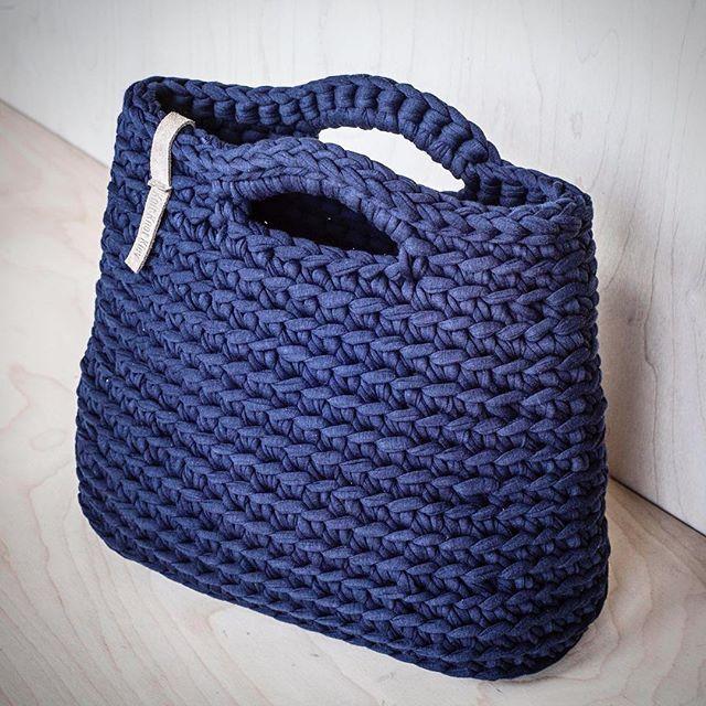 Navy crochet purse made of recycled zpagetti yarn Синяя вязаная сумочка из…