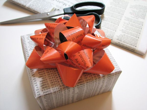 Recycle your old magazines or maps to create this classic gift bow.