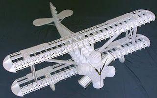 l'oeil en marche: L'escadrille de Basilou, une ramette de papier A4 pour plier quelques avions...