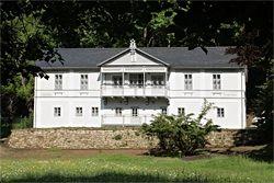 Vila pod lipami - Luhačovice  www.lazneluhacovice.cz Lázeňský/Spa Hotel 3* - depandance Lázeňského hotelu Jurkovičův dům