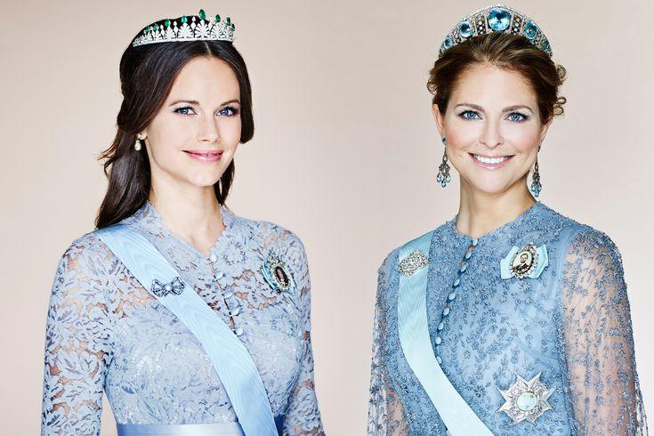 Het Zweedse hof heeft woensdag, 16-3-2016, een nieuw portret van prinses Madeleine vrijgegeven. Van prinses Sofia, de vrouw van prins Carl Philip, werd een tijd geleden al een nieuwe foto onthuld. Niet alleen lijken de portretten erg op elkaar, ook dragen beide prinsessen een soortgelijke jurk. Toeval of niet?