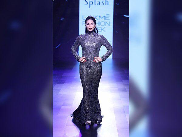 Check Out These Hottest Showstoppers, #SunnyLeone & #RandeepHooda At   #lakmefashionweek2017      #LakmeIndia #Fashion #Bollywood