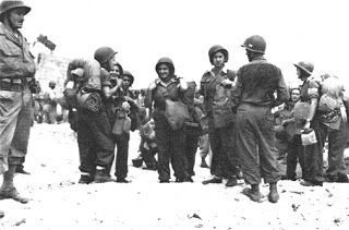 """Le Signaleur: Les Merlinettes, premières femmes """"soldats"""" de l'armée de terre. Cependant près de cinquante jeunes filles sont plus spécifiquement sélectionnées, instruites et entraînées  - notamment au saut en parachute - pour devenir opératrices radio en France occupée. Cette mission particulièrement dangereuse coûte la vie à cinq d'entre elles: Elisabeth Torlet fusillée le 6 septembre 1944 près de l'Isle-sur-Doubs, Marie-Louise Cloarec, Pierrette Louin, Eugénie Djeni et Suzanne Meritzien ."""