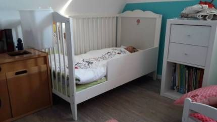 ikea babybett kinderbett rausfallschutz diy unikat wei. Black Bedroom Furniture Sets. Home Design Ideas