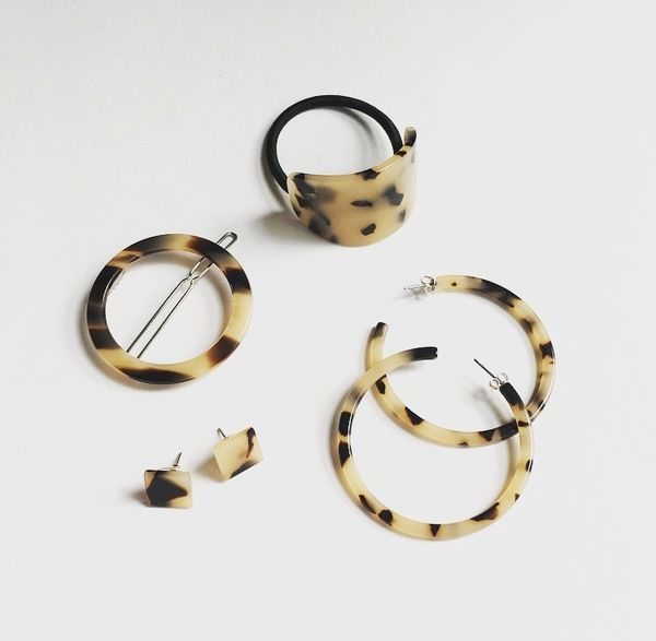 Blonde Tortoise Collection by Machete Includes: 1 Pair of Blonde Tortoise hoop earrings. Measures 2.3 inch diameter. 1 Pair of Blonde Tortoise square earrings. Measures .05 square inch. 1 Blonde Tortoise hair tie. 2 Blonde Tortoise circle hair clips. Imported Italian Tortoise. Made in the USA.