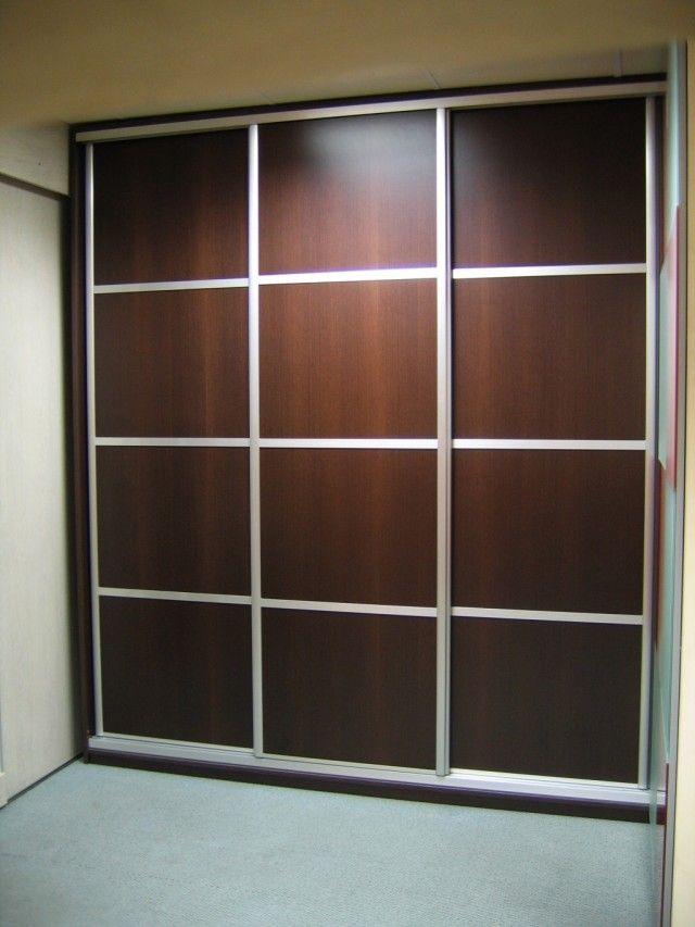 Exemple de portes placards r alis avec une teinte bois - Customiser une porte de placard ...