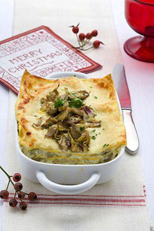 Lasagne ai carciofi con besciamella di formaggi Le lasagne ai carciofi sono un primo piatto sostanzioso e vegetariano, realizzato con una fa...