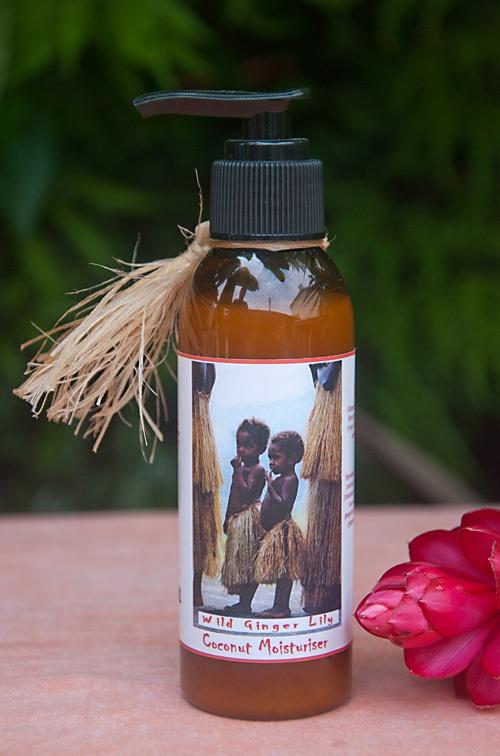 Увлажняющий крем Wild Ginger Lily на основе кокосового масла. Природные компоненты, входящие в состав крема (в частности, масло Нгалии и Дикой имбирной Лилии) ухаживают за кожей, смягчая и разглаживая ее. Ароматическое масло увлажняющего крема Дикой Имбирной Лилии придаст пикантности вашему образу, сделает его более чувственным и страстным. Крем подходит для любого типа кожи и может использоваться ежедневно. $18.90