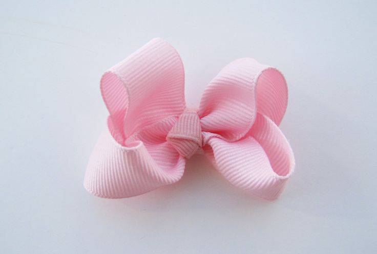 Whew the last bow post this week. I hope everybody has learned how to make a few cute bows! The boutique bow is a really great bow to lea...