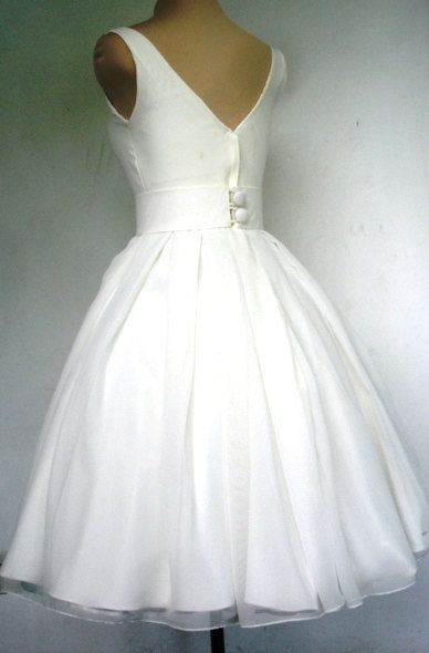 A beautiful ivory 50s wedding dress boat neck custom