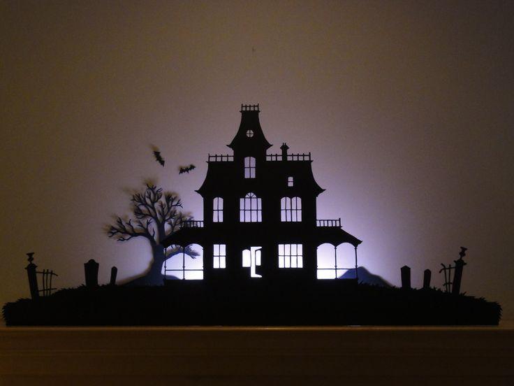 Silhouette de maison hantée.