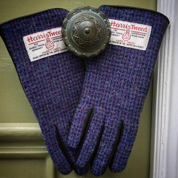 Thinking #winter already? Our #harristweed and leather gloves are waiting to keep you snug! bit.ly/1O5su6o