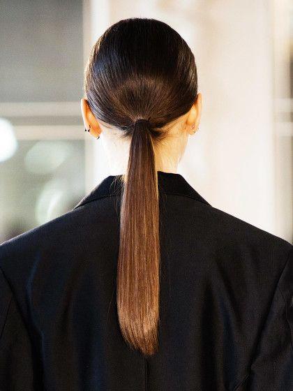 Die Haartrends 2016.  Tiefer Zopf. Der Sleek Look ist immer noch schick! Wichtig bei diesem Look ist, dass die Haare richtig schön glänzen.