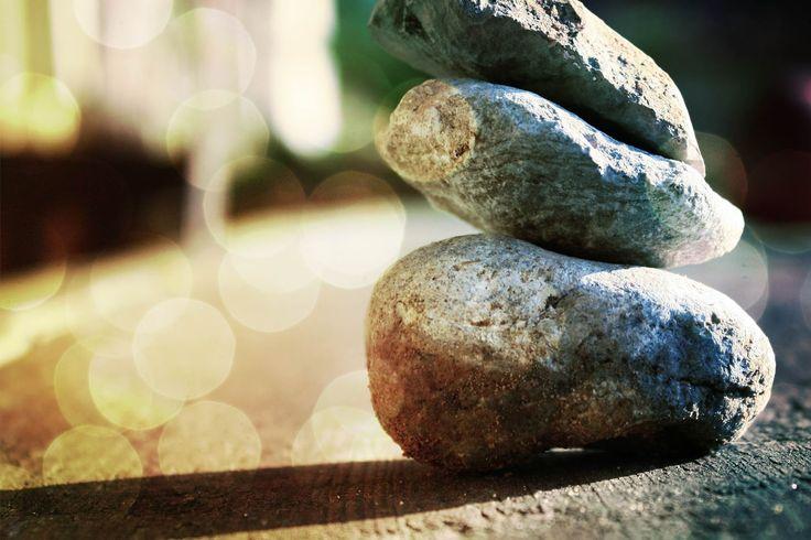 o pro[fé]ta: A FORÇA QUE VEM DO ALTO Se há coisa que tenho aprendido é que nos momentos difíceis não são os outros que nos valem. Não quer dizer que eles até nem estejam lá, às vezes estão. E também não quer dizer que não possam orar por nós e abraçar-nos. Às vezes ajuda. Mas, aquilo que te vai fazer sair do fundo do poço não é a mão de nenhum deles. A única mão que tem o poder de te ajudar a sobreviver a essa tempestade é a do Deus Todo-Poderoso!