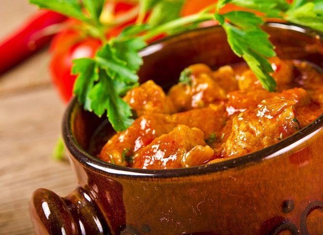 Гуляш из свинины   Ссылка на рецепт - https://recase.org/gulyash-iz-svininy/  #Мясо #блюдо #кухня #пища #рецепты #кулинария #еда #блюда #food #cook