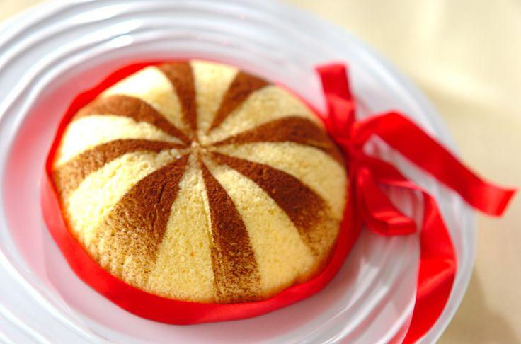ドーム型のケーキの中は、ナッツとチョコレートを混ぜたクリームが入ってます。今回は仕上げにココアパウダーを振って完成!ズコット[スイーツ/スポンジケーキ]2010.05.03公開のレシピです。