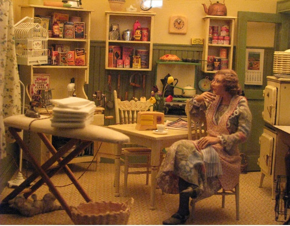721 best dollhouse ii images on pinterest dollhouses - Miniature room boxes interior design ...