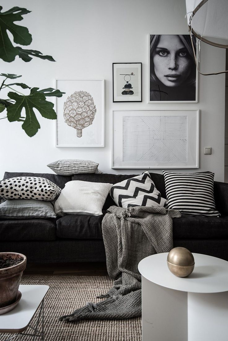 Monochrome living room with touch of gold | Do you need more ideas for your Scandinavian living room? Visit http://livingroomideas.eu/ and find the best tips