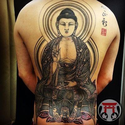 東京の新宿にあるFOX GATE TATTOO。オールジャンル対応。日本伝統刺青、和彫り、ジャパニーズスタイルも得意としています。龍、鳳凰、虎、唐獅子、鯉、蛇、菩薩、観音、如来、明王、水滸伝など、五分袖、七分袖、九分袖、抜き彫り、額彫り、胸割り、総身彫りなどお任せ下さい。