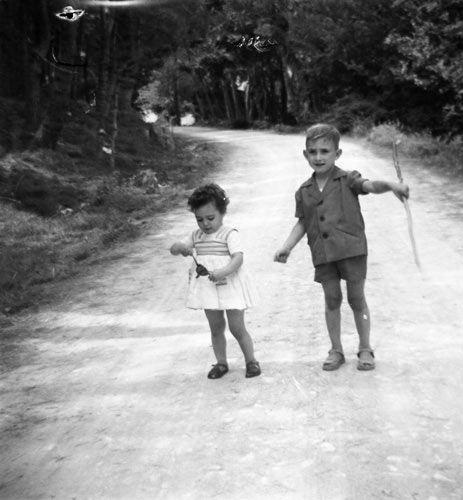 «Mi hermana y yo desde Mocín al Santuario de la Misericordia, Borja, Zaragoza, 1956» .