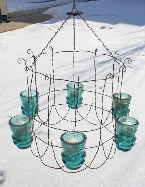 Outdoor chandelier.  Glass insulators and old garden fence!: Ideas, Gardens Fence, Outdoor Chandeliers, Insulated Chandeliers, Vintage Glasses, Glasses Insulated, Gardens Border, Glass Insulators, Crafts