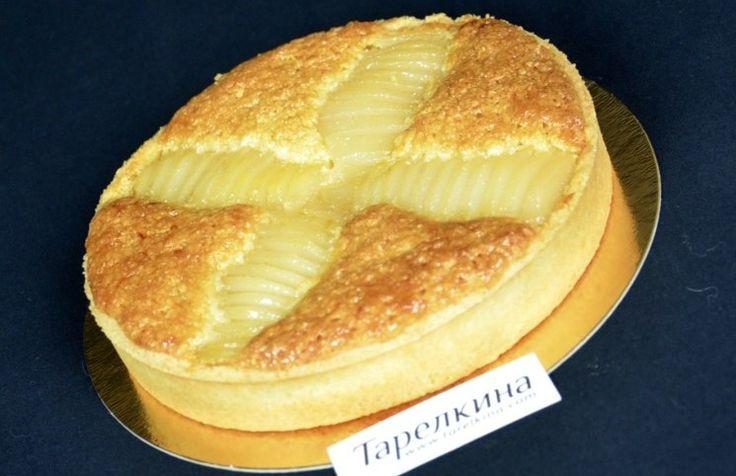 Рассыпчатое тесто, крем с миндальной ноткой и груша с ванилью - все это вы почувствуете откусив кусочек этой замечательной тарты!