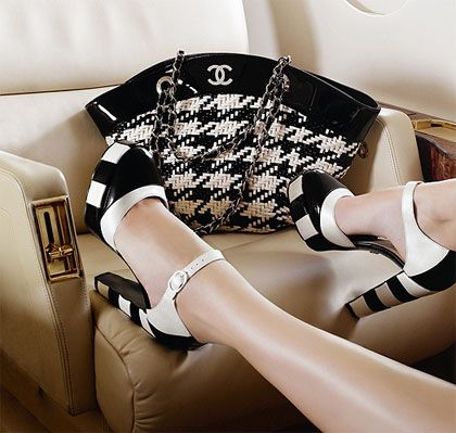 Chanel: Chanel Handbags, Fashion, Chanel Bags, Style, Black And White, Black White, Chanel Shoes, Heels, While